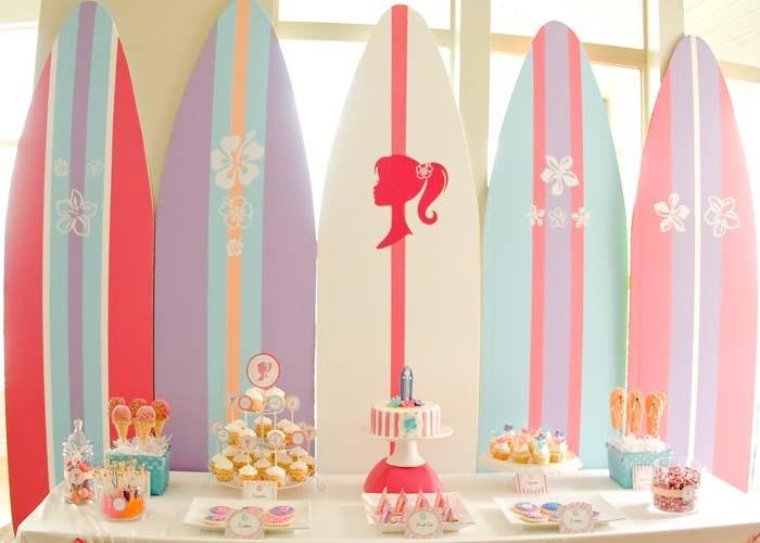 festa-tema-barbie-malibu-para-comemoracao-na-piscina